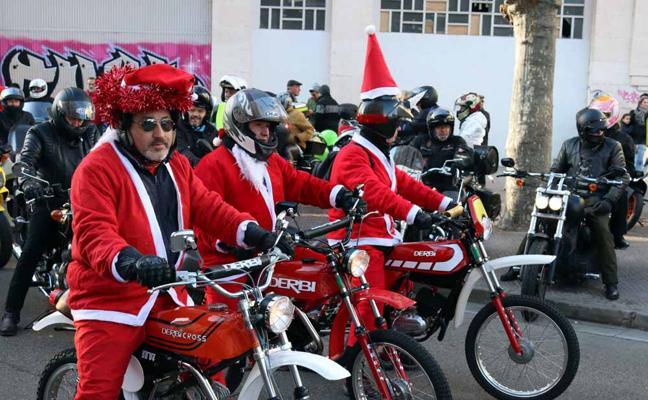 Cerca de 1.000 motoristas celebran el amor por las dos ruedas en Navidad