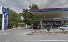 Un hombre atraca a punta de cuchillo la gasolinera de La Granja