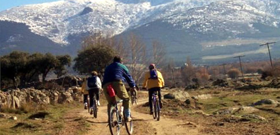 Guadarrama se protege de la masificación de ciclistas y senderistas