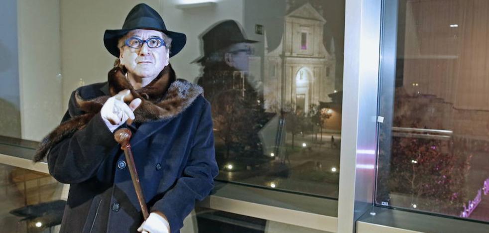 Luis Antonio de Villena se destapa en 'Dorados días de sol y noche'
