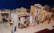 La familia Trebolle mantiene viva la tradición en el belén de San Lorenzo