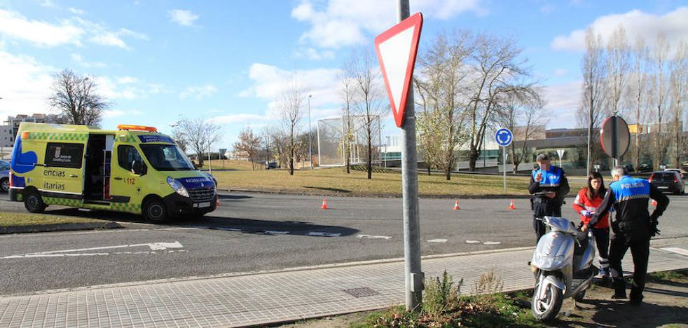 Un motorista resulta herido en la colisión con un coche en La Albuera