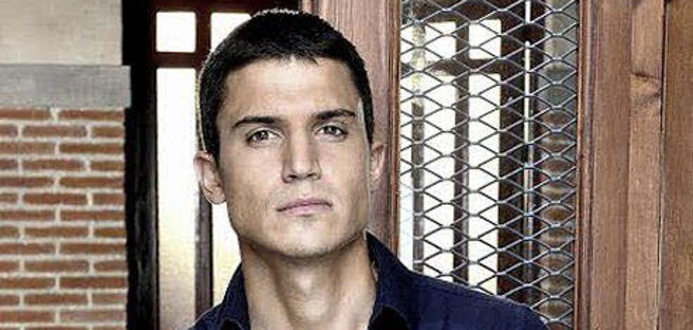 El actor Álex González, operado con éxito del menisco en una clínica de León