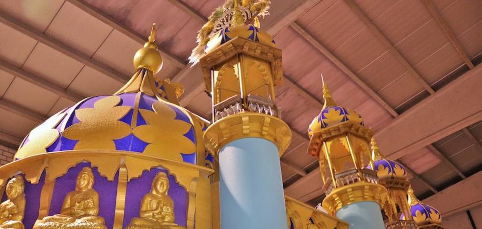 Todo listo para la Cabalgata de Reyes, con unas carrozas al gusto de Sus Majestades