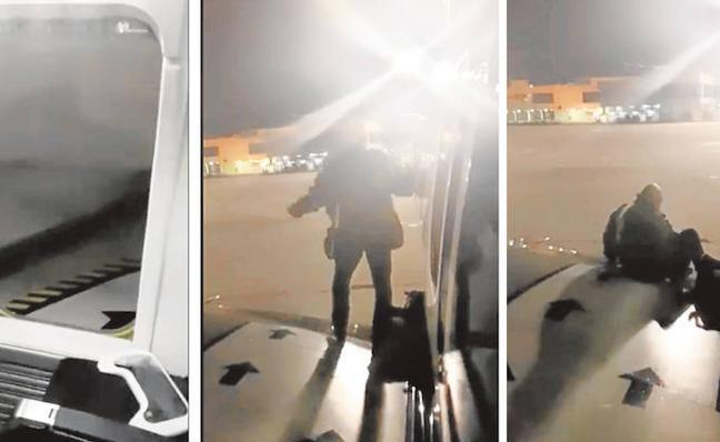 Un pasajero abre la puerta de emergencia e intenta salir por el ala en el aeropuerto de Málaga