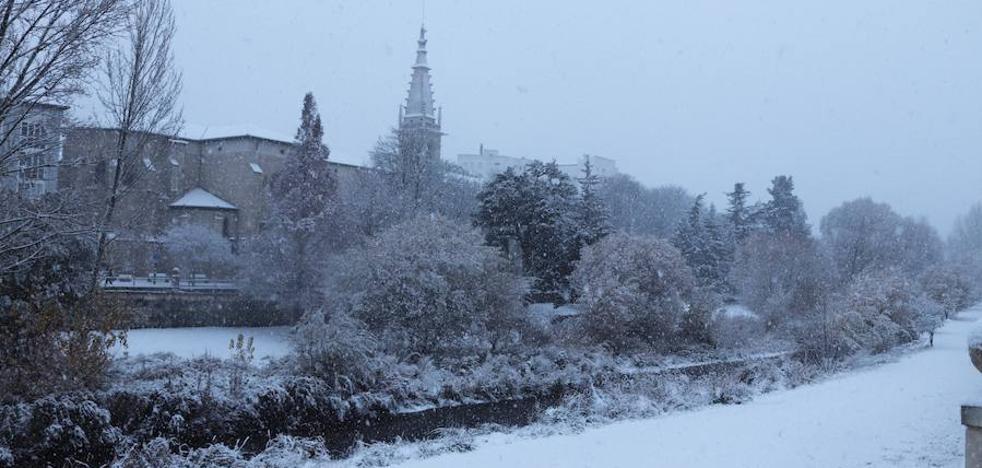 La nieve acecha el día de Reyes, precedida de la lluvia durante la Cabalgata