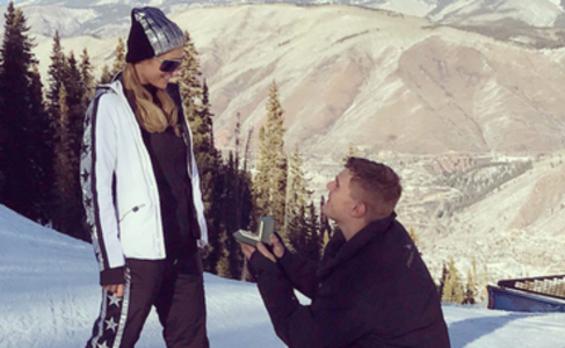 Paris Hilton recibe un anillo de compromiso de 2 millones de euros