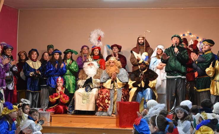 Aguilar recibe con ilusión a los Reyes Magos