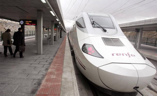 La avería de un tren provocó que tardara casi cinco horas en cubrir el trayecto Ávila-Madrid