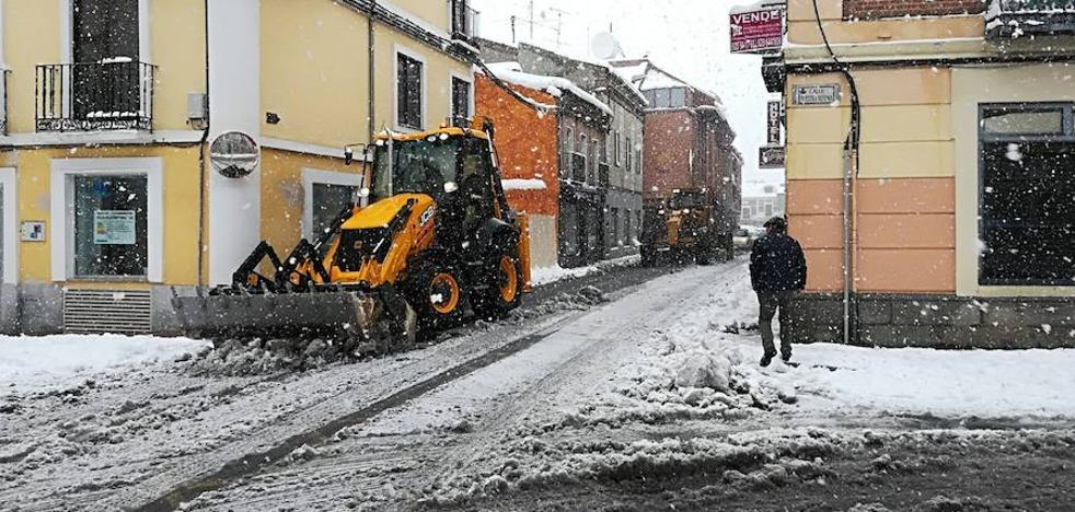 El manto blanco cubre toda la provincia y colapsa numerosas carreteras