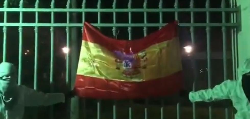 Miembros de Arran publican un vídeo en el que queman una bandera de España