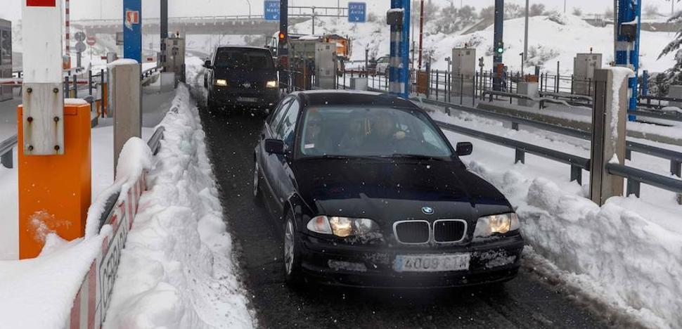 El Gobierno e Iberpistas cruzan reproches sobre el caos de la AP-6