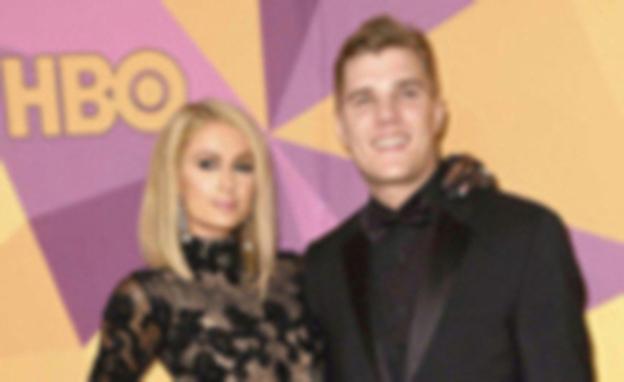 Paris Hilton deslumbra con su vestido.., y su anillo de compromiso