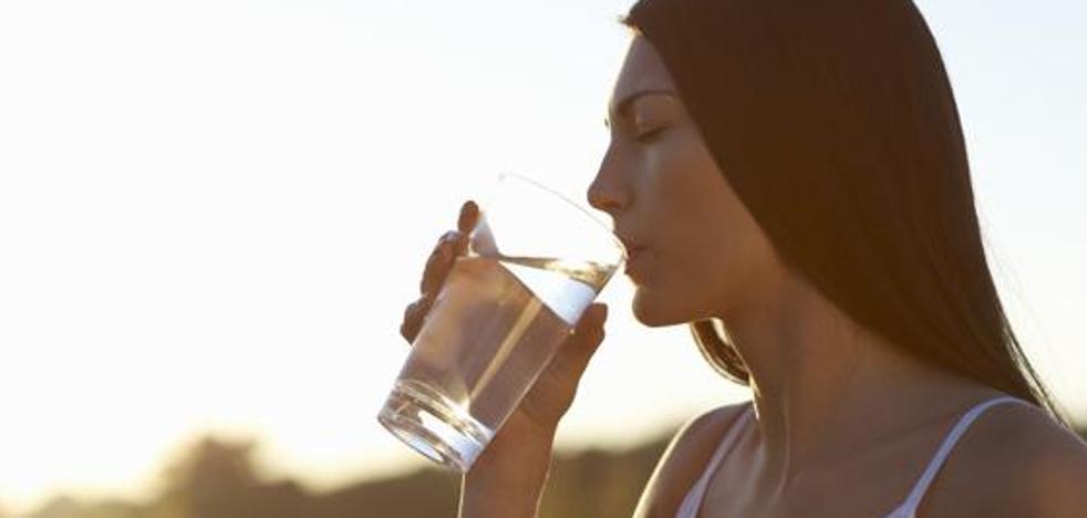 Beber agua sin tratar, la última moda