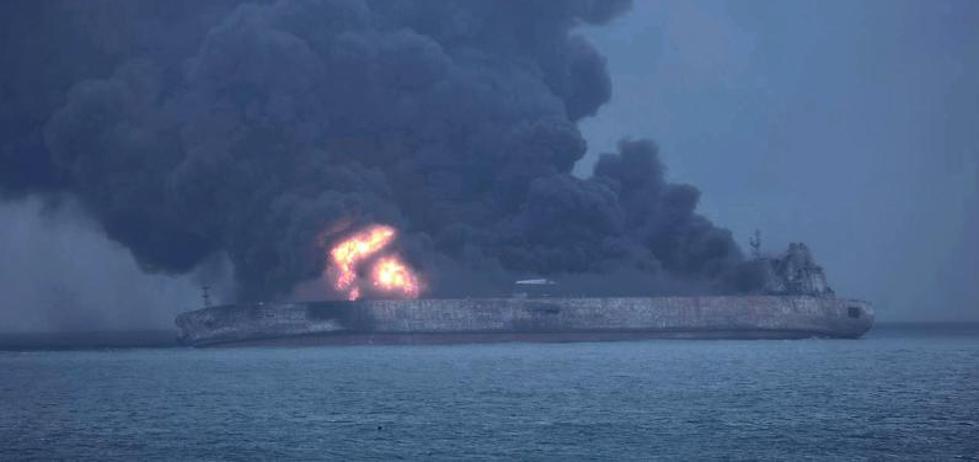 China advierte que el petrolero iraní accidentado podría explotar