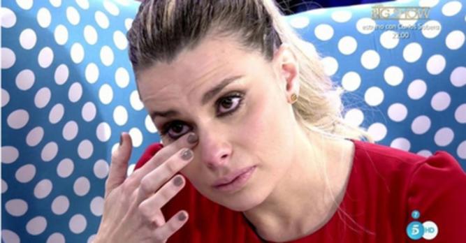 María Lapiedra se estrena en 'Sálvame' bañada en lágrimas