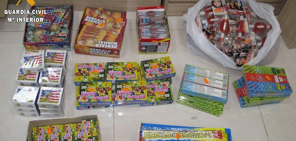 La Guardia Civil formula cuatro denuncias en establecimientos por la venta de petardos