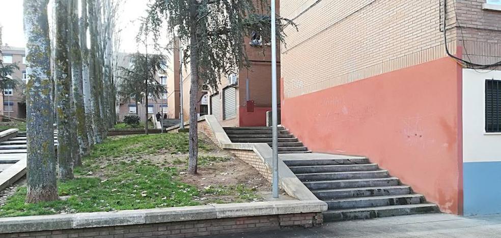 El grupo municipal socialista demanda una rampa en la plaza de Extremadura