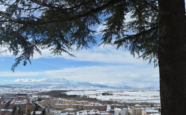El alcalde promete «aprender» de la nevada que todavía amenaza Ávila