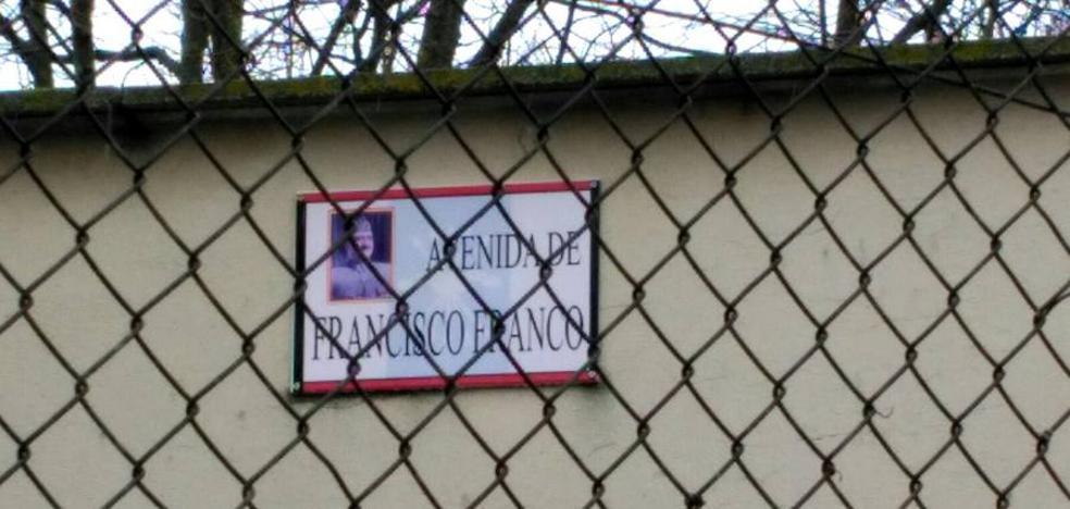 Acusan a un concejal de Ciudadanos de Autilla del Pino de colocar una placa de Franco en un inmueble de su propiedad