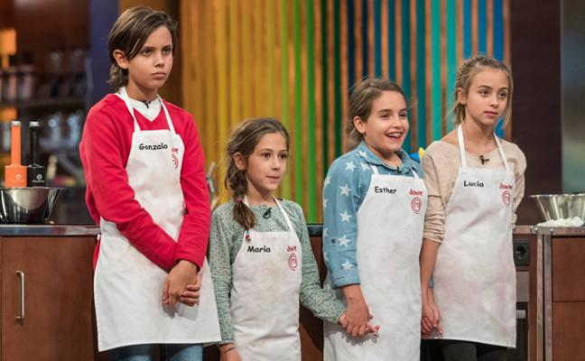 Esther se impone en la final de 'Masterchef Junior' a María