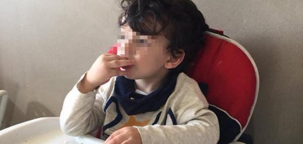 Una foto de un niño desayunando garbanzos agita las redes sociales