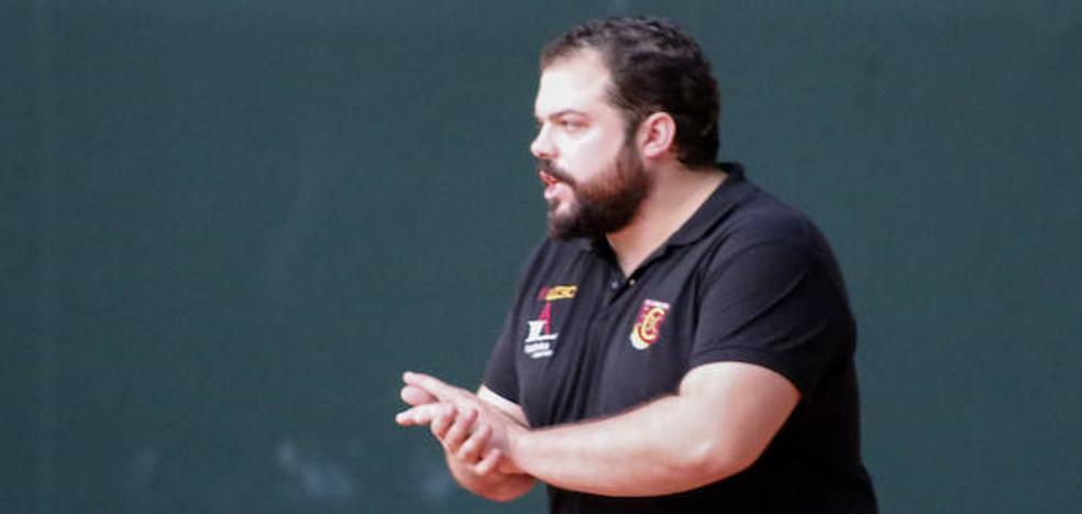 Víctor Rico:«Si cuando queden cuatro jornadas estamos cerca del play-off, iremos a por ello»