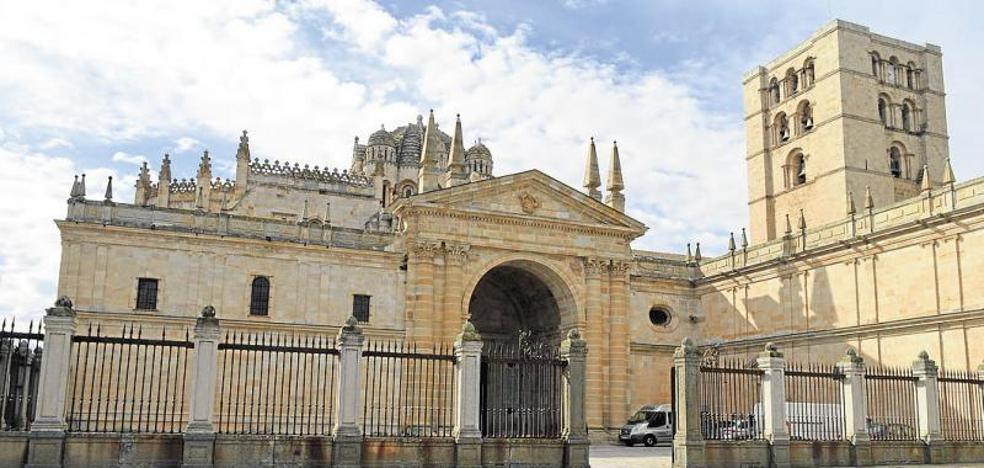 Autorizan la restauración de la puerta del claustro de la Catedral y de la portada del Obispo de Zamora