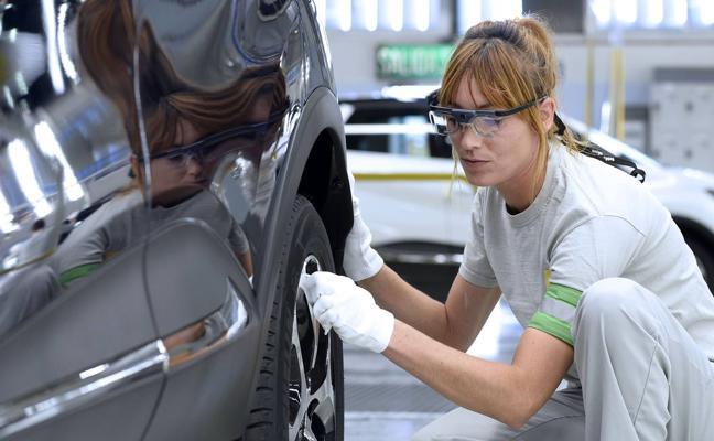 Los trabajadores que se marchan de Castilla y León ven aumentar sus salarios el 13,3%