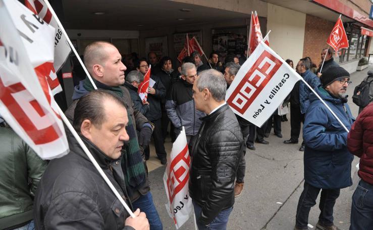 Protesta del colectivo de transportes de viajeros por carretera en la estación de autobuses de Valladolid