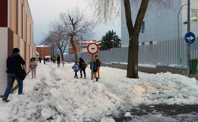Luquero propone que los conserjes limpien los accesos a las escuelas en caso de nevadas
