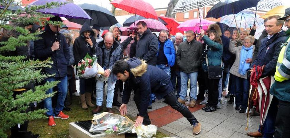 La panda 'El Infierno' de Tordesillas homenajea a los dos fallecidos en un remolque