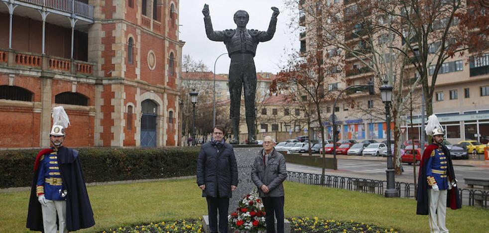 Salamanca rinde homenaje al matador de toros Julio Robles