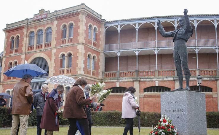 Homenaje a Julio Robles