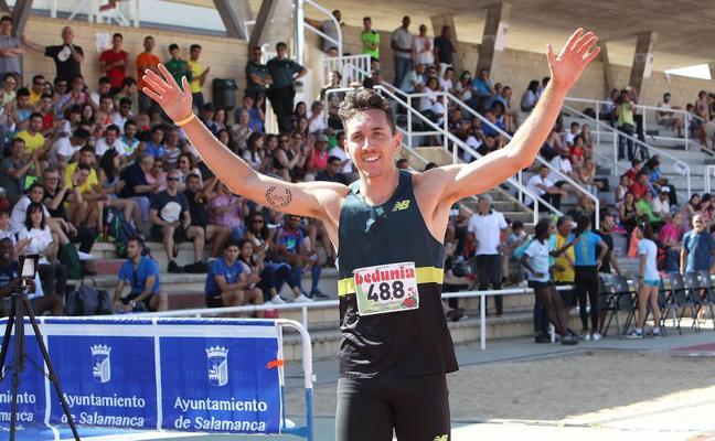 Sergio Fernández bate el récord de España en 400 metros vallas de pista cubierta
