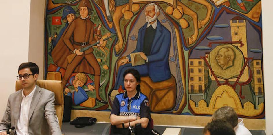 Pinturas en el salón de plenos y águilas en el centro de la ciudad