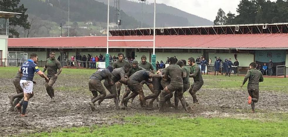 El Quesos gana en Gernika un partido embarrado
