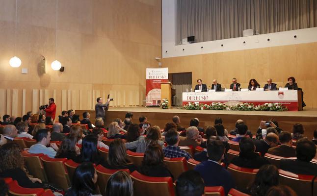 Los cursos de especialización en Derecho arrancan con más de 300 alumnos