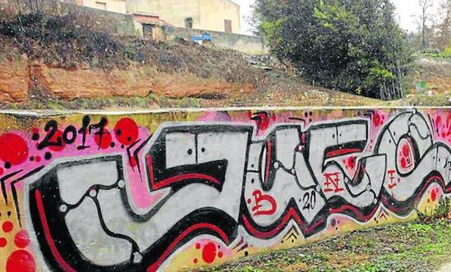 Las pintadas vandálicas se extienden por Peñafiel