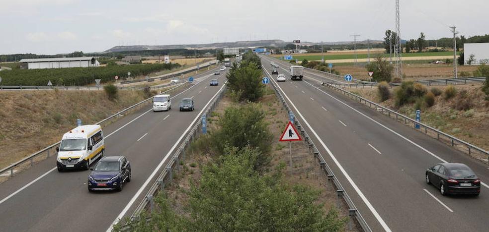 Fomento adjudica el estudio del tercer carril de la autovía en Dueñas