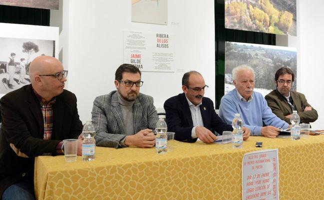 Pedro Maestre gana el Premio Gil de Biedma de Nava de la Asunción