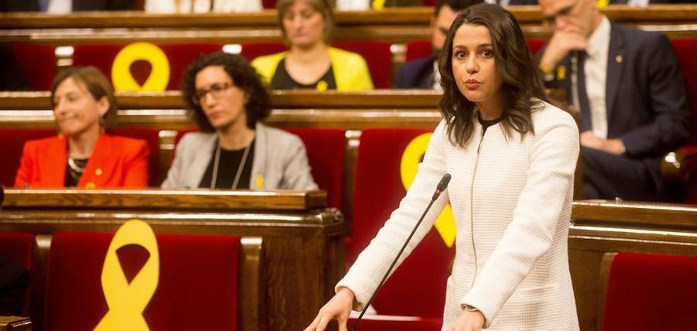 Arrimadas: «Puigdemont no puede ser president y JxCat y ERC lo saben»