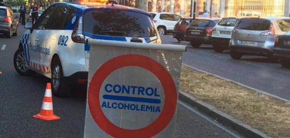 Duplica la tasa de alcoholemia y se queda dormido al volante en un semáforo de Doctor Villacián