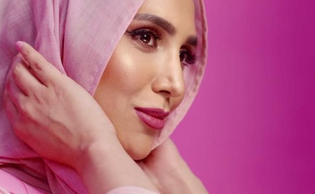 L'Oréal incluye a una mujer con hijab en un anuncio de productos para el cabello