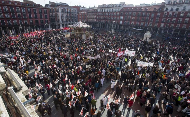 50.000 personas recorren las calles de Valladolid en defensa de la Sanidad de Castilla y León