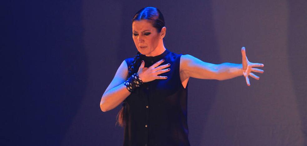 El taconeo de Sara Baras maravilla en el Juan Bravo