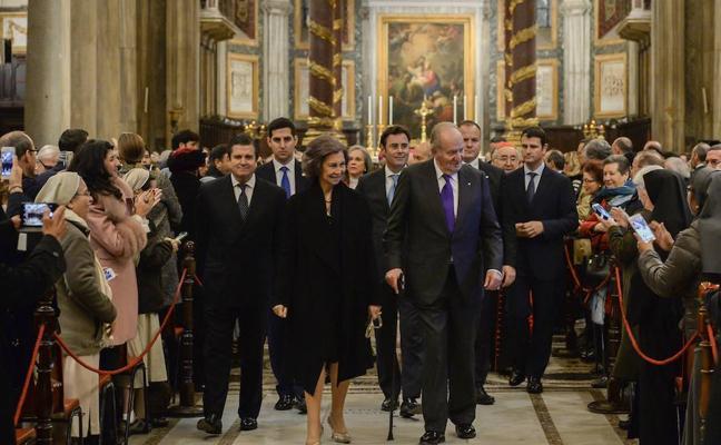 Los reyes Juan Carlos y Sofía inauguran la iluminación de Santa María la Mayor