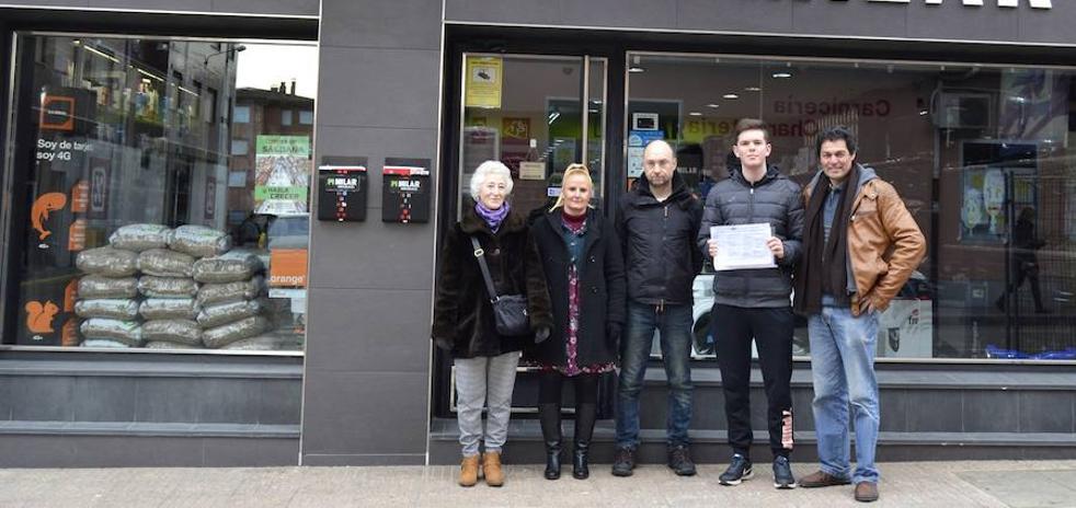 Saldaña entrega los premios del concurso de promoción del comercio local