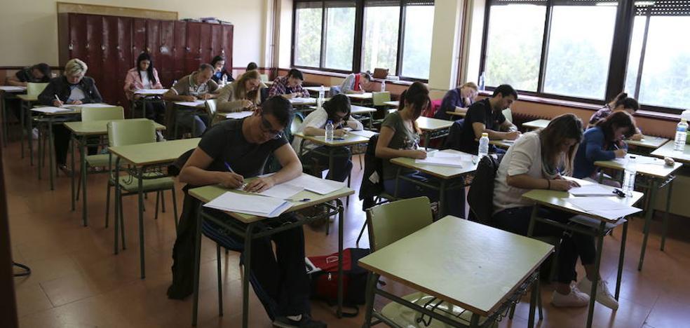 La Junta plantea recortar las plantillas de maestro y profesor con 31 plazas menos