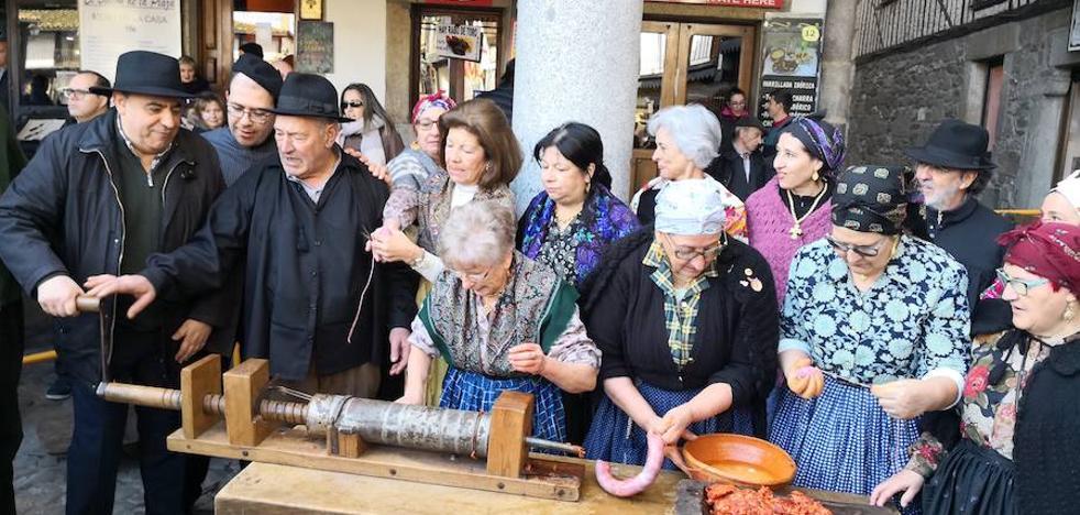 La festividad de Sebastián da paso a los actos de la rifa del marrano de San Antón